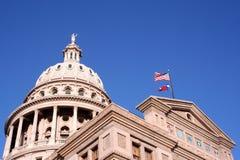 Geben Sie Kapitol-Gebäude in im Stadtzentrum gelegenem Austin, Texas an stockbild
