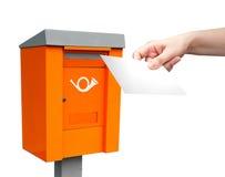 Geben Sie Kasten und Frauhand mit weißem Zeichen bekannt lizenzfreies stockfoto