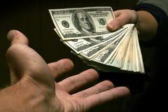 Geben Sie mir das Geld Stockbild