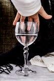 Geben Sie mir ein Glas Wasser stockfoto