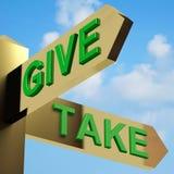 Geben Sie oder nehmen Sie Richtungen auf einen Signpost Stockbild