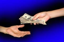 Geben Sie und empfangen Sie Geld Stockfotos