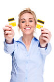 Geben Sie von der Schuld-Frauen-Ausschnitt-Gutschrift-Kreditkarte frei Stockbild
