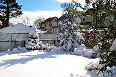 Geben Sie Wintersturmhinterhof im Tal-Strom, LI bekannt Stockbild