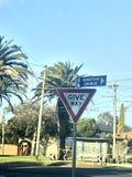 Geben Straßenschild nach Stockfotografie