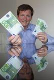 Geben von Euro 100 Lizenzfreie Stockbilder