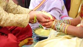 Gebet in der indischen Heirat stock video footage