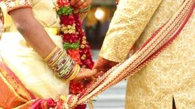 Gebet in der indischen Heirat stock footage