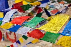 Gebet des tibetanischen Buddhismus kennzeichnet lungta Stockfotografie