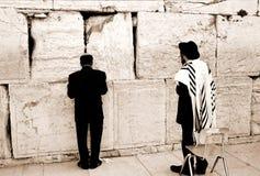 Gebet durch die westliche Wand Lizenzfreie Stockfotografie