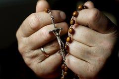 Gebet mit Rosenbeet Lizenzfreies Stockfoto