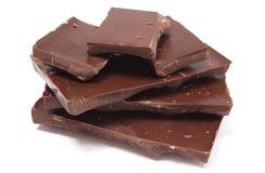 Gebeten donkere chocolade op witte achtergrond Stock Afbeeldingen
