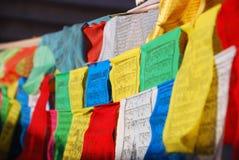 Gebetmarkierungsfahnen in Tibet Lizenzfreie Stockbilder