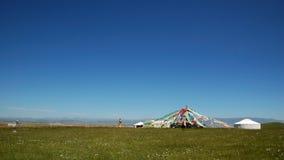 Gebetmarkierungsfahnen von Qinghai See Lizenzfreie Stockbilder