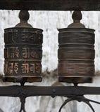 Gebeträder mit Chenrezig Beschwörungsformel, Nepal Stockfoto