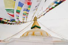 Gebetsflaggen an Bodhnath-stupa in Kathmandu, Nepal stockfotos