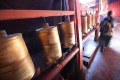 Gebetsräder von Ramoche-Tempel--Drehender Glaube Lizenzfreies Stockfoto