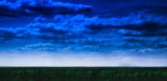 Gebied en cloudscape landschap het schilderen Stock Foto