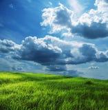 Gebied en onweerswolken Royalty-vrije Stock Afbeeldingen
