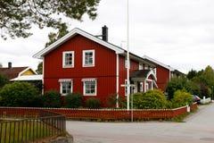 Gebied met rood Skandinavisch huis Royalty-vrije Stock Afbeeldingen