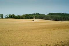 Gebied met tractor Stock Afbeelding