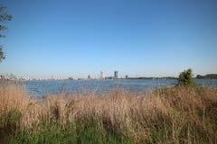 Gebied rond Zevenhuizerplas, een meer tussen Oud Verlaat en Rotterdam Nesselande royalty-vrije stock afbeelding