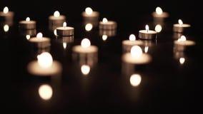 Gebied van Kaarsen op Zwarte stock footage