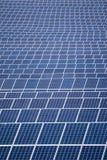Gebied van zonnepanelen Stock Afbeeldingen