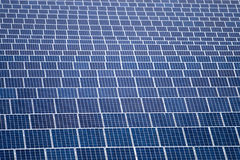 Gebied van zonnepanelen Royalty-vrije Stock Afbeeldingen