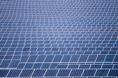 Gebied van zonnepanelen Royalty-vrije Stock Foto's