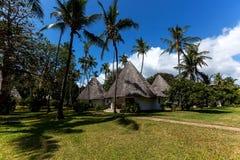 Gebiedshotel, een hotel met een groot grondgebied, het grondgebied van Hotelmambasa, hotel met groen grondgebied, ph Stock Foto
