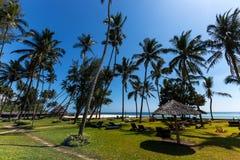 Gebiedshotel, een hotel met een groot grondgebied, het grondgebied van Hotelmambasa, hotel met groen grondgebied, ph Stock Fotografie
