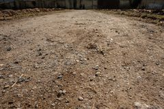 Gebiedsweg met stenen in backlight Royalty-vrije Stock Foto