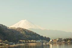 Gebirgs-Fuji-Ansicht vom See, das Symbol von Japan Stockbilder