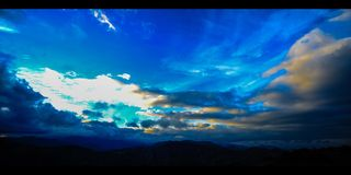 Gebirgs-u. Wolken-Zeitspanne Zypern (4k) stock footage