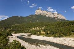 Gebirgs- und Flussansichten von Parque National de Ordesa nahe Ainsa, Huesca, Spanien in Pyrenäen-Bergen Lizenzfreies Stockfoto