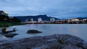 Gebirgs- und Wasserstadt Stockfotos