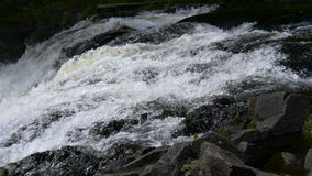 Gebirgs-Wasserfall in Nord-Karelien stock video footage