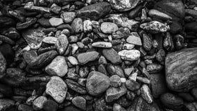 Gebirgsbach-Bett-Felsen stockbild