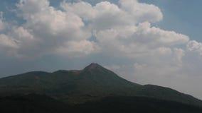 Gebirgsbereich in Hyper Versehen Myanmars - Ansicht nahe Popa-Hügel stock footage