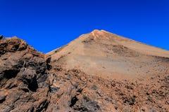 Gebirgsel Teide im Hintergrund des blauen Himmels Lizenzfreies Stockbild