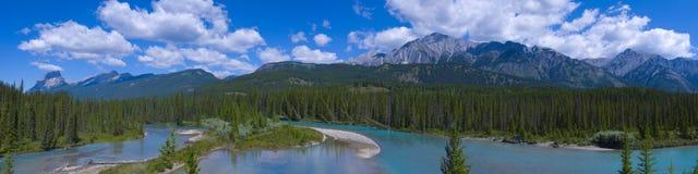 Gebirgsfluß in Banff Stockfotografie