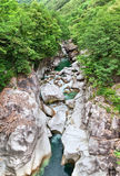 Gebirgsfluß im Verzasca Tal, die Schweiz lizenzfreie stockfotografie