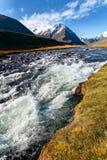 Gebirgsfluss, Berge, Gletscher Stockbilder