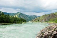 Gebirgsfluss-Landschaft lizenzfreies stockfoto