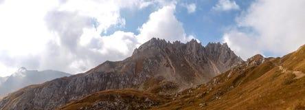 Gebirgsgehen Passo Colombe e Passo Del Sole Stockbild