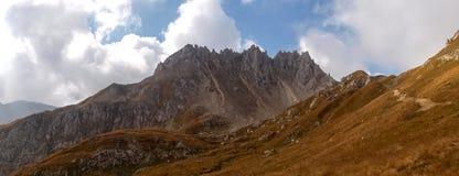 Gebirgsgehen Passo Colombe e Passo Del Sole Lizenzfreies Stockbild