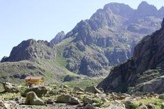 Gebirgshütte in den italienischen Alpen (rifugio Genua) Stockfoto