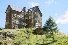 Gebirgshütte in den italienischen Alpen (rifugio Migliorero) Lizenzfreie Stockbilder