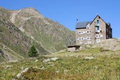 Gebirgshütte in den italienischen Alpen (rifugio Migliorero) Stockbilder